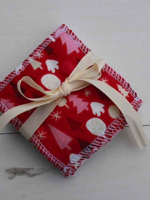 Graphic Christmas Trees Red Reusable Make-up remover wipes – set of 5