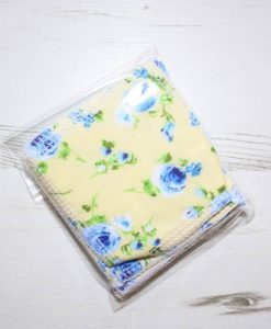 Blue Flowers on Yellow Make-up remover wipes – set of 5