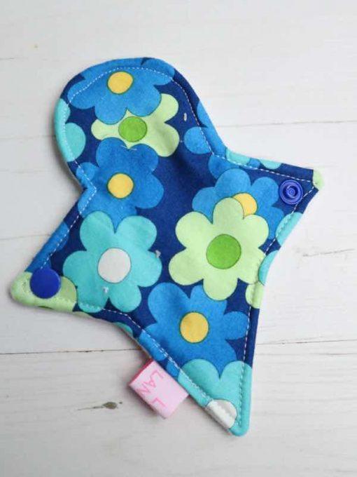 "6"" Liner cloth pad | Blue Daisies Cotton | White Polar Fleece | Luna Landings | Thong"